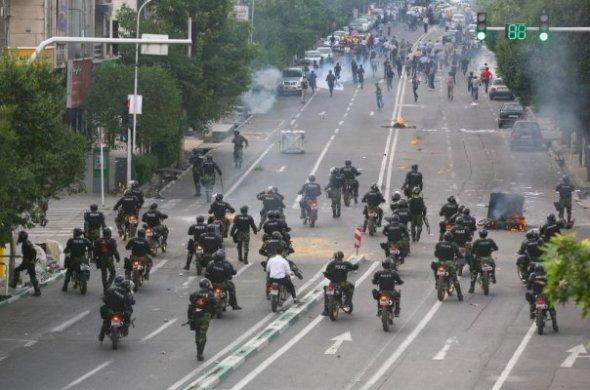 01 fascist cops
